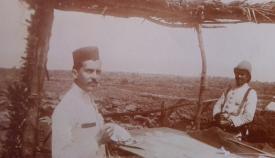 Imagen inédita de Domingo de Mena, a la izquierda, en  su destino en Marruecos