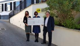 Momento de la donación a la asociación gibraltareña. Foto NG
