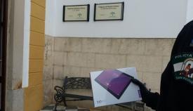 Teletronic dona tablets para los mayores de las residencias de San Roque