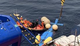 El helicóptero de Aduanas caído al mar llega esta noche a Algeciras
