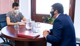 Encuentro del ministro principal con la ministra de Exteriores