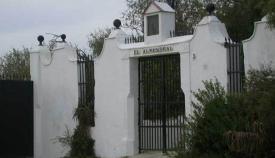Portada de la finca El Almendral, símbolo histórico británico en San Roque. Foto APG