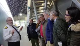 El capitán de navío García Velo, con periodistas campogibraltareños en el Museo que dirige. Foto CG