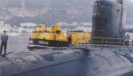 El submarino Tireless, durante las reparaciones de su reactor nuclear en Gibraltar en 2001