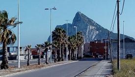 Una imagen actual de una de las zonas del Zabal con Gibraltar al fondo. Foto APG.