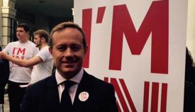 Elliot Phillips, parlamentario del GSD, durante la campaña del referéndum