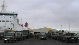"""Las unidades de la Brigada """"Canarias XVI"""", en su puerto de embarque antes de partir hacia Agadir. Foto: Mando de Canarias"""