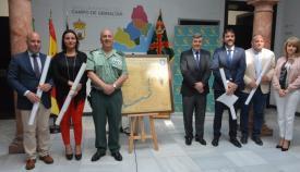 El coronel Núñez junto a los representantes municipales de la comarca