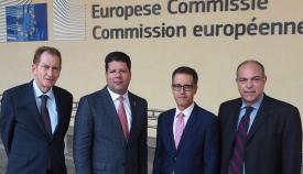 Parte del equipo enviado por el gobierno de Gibraltar al último viaje a Bruselas con Picardo y García en el centro