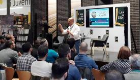 El autor, en un momento de la presentación de su nuevo libro en Barcelona