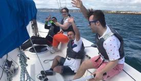 Los alumnos de la Escuela, en plena navegación