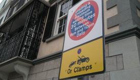 Señal de estacionamiento limitado en Gibraltar