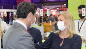 Eva Pajares con el presidente de la Junta de Andalucía, Juanma Moreno. Foto: Junta