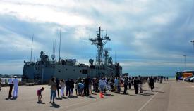 La fragata 'Navarra' momentos antes de zarpar del muelle de la base de Rota. Foto CG Flota/Oscar A Quiñones