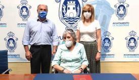 Vicente Vela, artista de Algeciras, dona una de sus obras al Ayuntamiento