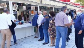 Alfonso Escuadra, durante la firma de sus libros en Sevilla. Foto: NG