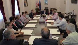 Firma del memorandum de entendimiento entre el gobierno de Gibraltar y el Grupo Transfronterizo, en junio de 2017