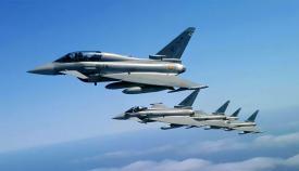 """Formación de """"Eurofighters"""" españoles, como los que se desplazan a Estados Unidos. Foto EMEA"""