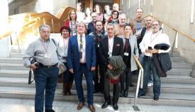 Los periodistas con el parlamentario escocés David Torrance