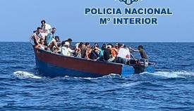A prisión el patrón de una patera con 32 marroquíes rescatados en el Estrecho