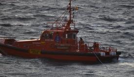 Salvamento rescata a ocho personas en tres pateras en el Estrecho