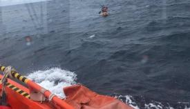 Rescatadas cuatro personas que navegaban en un kayak rumbo a Algeciras