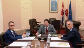 Fabian Picardo y Joseph García, junto al presidente de la Mancomunidad, en un reciente encuentro. Foto InfoGib