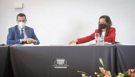 El alcalde de La Línea y la presidenta de REE, juntos en una reunión. Foto: Sergio Rodríguez