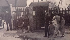 Control británico en la verja en los años veinte del siglo pasado. Foto: NG