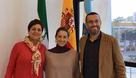 La comandante Gala Gallego, en el centro, junto al alcalde de La Línea y la concejala de Igualdad