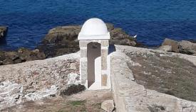 La garita del Revellín, ya restaurada en la isla de Tarifa.