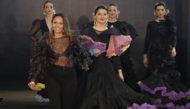 Gema Valero delante de algunas de sus creaciones flamencas.