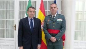 El general Contreras, con el anterior delegado del Gobierno en Andalucía, Antonio Sanz. Foto: Delegación del Gobierno en Andalucía