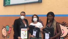 Cajasol y La Caixa entregan material escolar al Gloria Fuertes de Algeciras