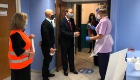 David Steel visitando las instalaciones. Foto GG