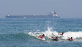 El 'Grace 1' forma parte del paisaje habitual en la costa de levante. Foto SR