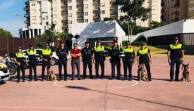 Agentes de la Policía Local de La Línea en una exhibición con perros