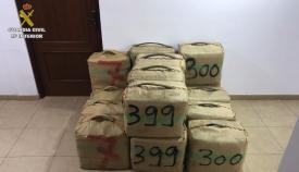 Imagen de la droga intervenida por la Guardia Civil en La Línea