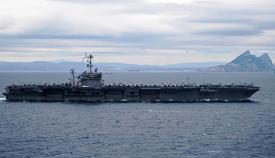 Un momento del paso del Estrecho, el jueves, 5 de diciembre. Foto US Navy / Scott Swofford