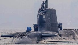 El HMS Ambush, entrando en Gibraltar remolcado con su vela dañada, tras colisionar con un mercante al emerger en aguas del Estrecho en julio de 2016. Foto BBC