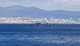 El HMS Ambush atraviesa la Bahía esta mañana