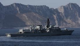 El HMS Kent, junto a Gibraltar