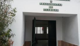 Entrada al hogar del pensionista de Guadiaro