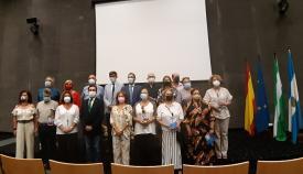 Los docentes jubilados junto al alcalde, Juan Franco. Foto: lalinea.es