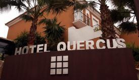 Fachada principal del Hotel Quercus, en la Alcaidesa. Foto: lalínea.es