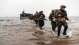 Infantes de Marina llegando a la playa del Retín. Foto ARMADA/FIM