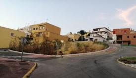 Imagen de la urbanización La Pólvora, en Taraguilla, con uno de los solares denunciados por los vecinos