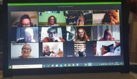 Catorce autores de la comarca presentan su 'Contenedor de relatos'