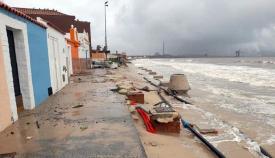 El temporal ha afectado gravemente a la costa de la comarca. Foto Verdemar