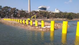 Imagen de la barrera antinarcos del río Guadarranque. Foto Verdemar